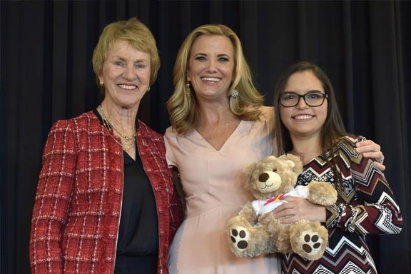 Barbara Nicklaus and Tiffany Kenney with girl and golden teddy bears